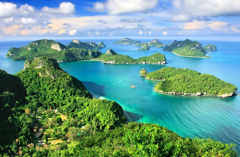 A scenic view of Angthong Marine National Park
